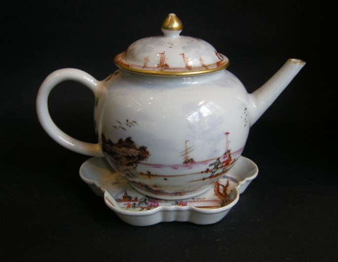 "Porcelain teapot and Pattipan ""Famille rose"" with European decoration Meissen style - Qianlong period 