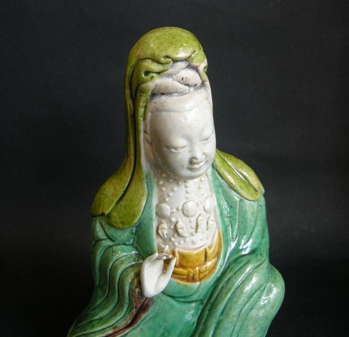"Figure of Guanyin in porcelain ""Famille verte"" Kangxi period | MasterArt"