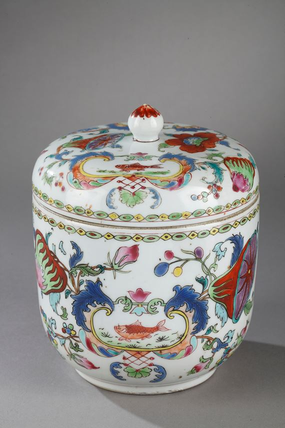 "Porcelain pot with cover ""famille rose"" decorated with famous decor of ""Madame la Marquise de Pompadour"" | MasterArt"