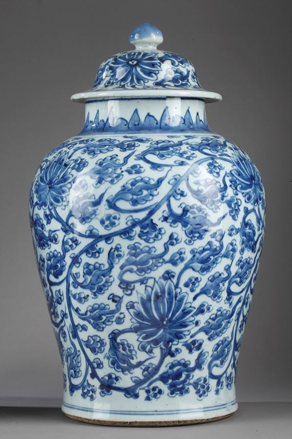 "A pair of porcelain vases ""blue and white"" 