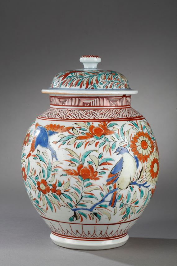 Vase and cover Arita early period - decorated with birds and flowers | MasterArt