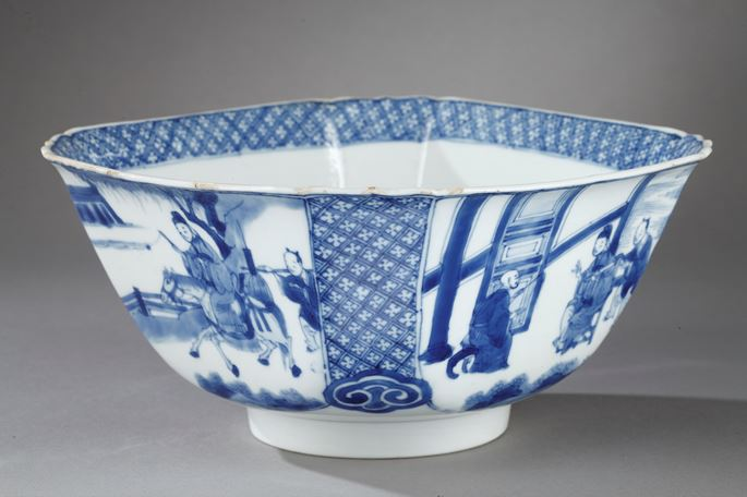 """Bowl quadrangular shape """"blue and white"""" porcelain - decorated with figures in a pavillon and  figures and horse in landscape - Kangxi period 