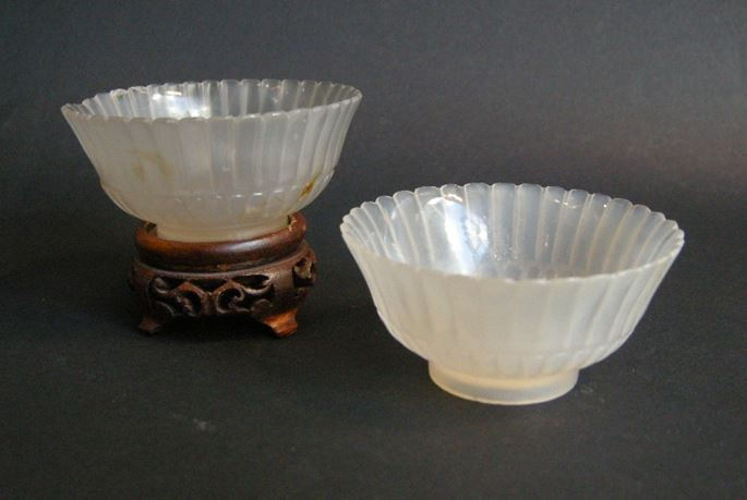Pair small cups in agate sculpted a flowers form | MasterArt