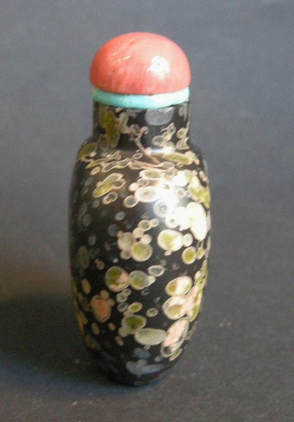 "Rare snuff bottle Amydaloidal basalt where ""pudding stone"" volcanic with splash color on ground black 