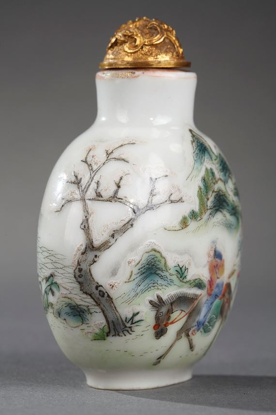 Snuff bottle porcelain decorated with Meng Haoran and servant and other face with a boat | MasterArt