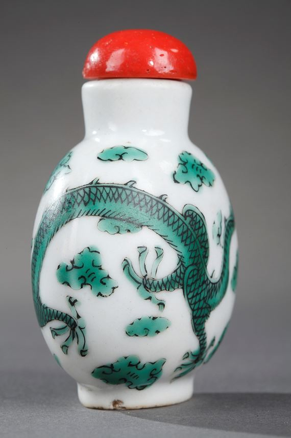 Snuff bottle porcelain decorated with a green Dragon | MasterArt