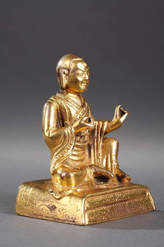 Small figure of Lhama  in gold bronze - Seated in Lilasana | MasterArt