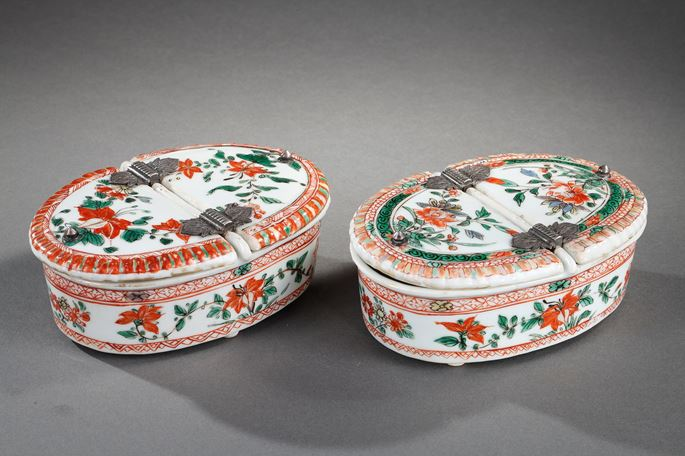 "Pair of spice box  ""famille verte"" porcelain decorated with flowers 