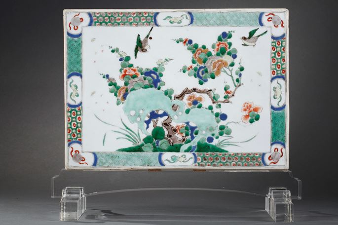 "Plaque ""Famille verte"" porcelain decorated on a side with figures in a pavillon and other side with flowers and birds 