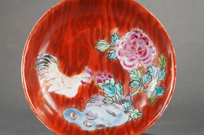 Rare cup and saucer  famille rose porcelain imitating the wood with decor cockerel and flowers | MasterArt