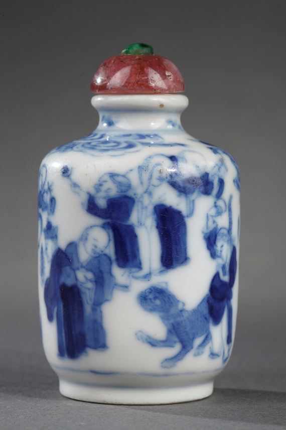 Snuff bottle blue and white decorated with 18 lohans - Mark Yongzheng | MasterArt