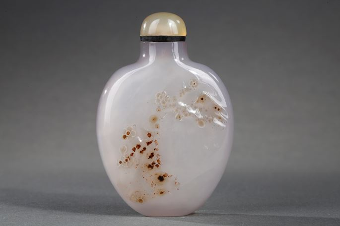 Snuff bottle agate  sculpted in a face with a prunus and other face  a caligraphy | MasterArt