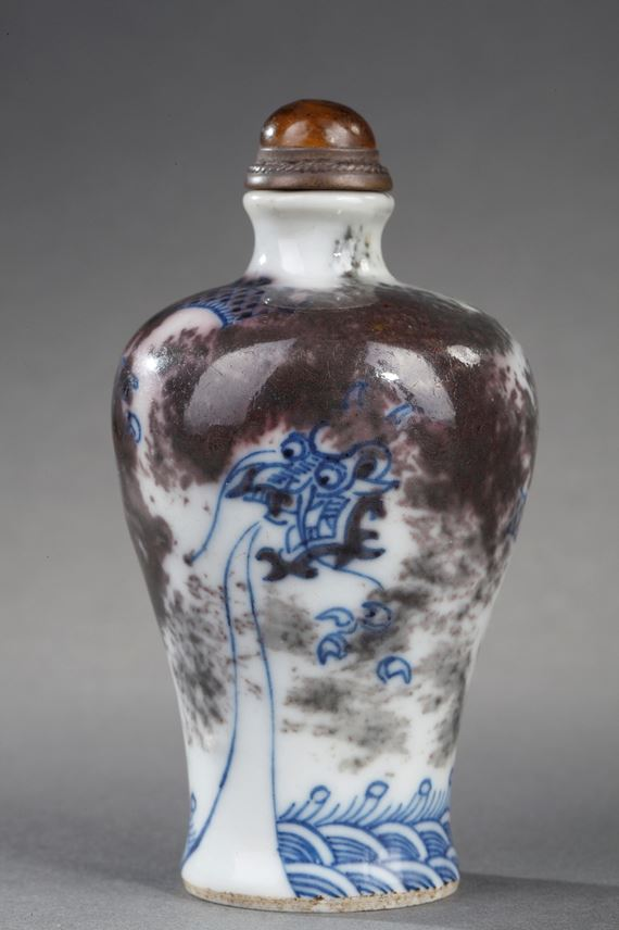 Snuff bottle porcelain enamelled in underglaze blue and copper red decorated with a Dragon in a clouds | MasterArt
