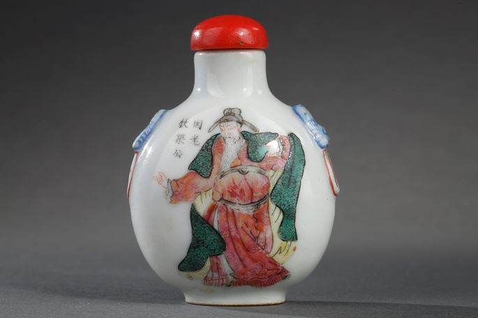 """Snuff bottle porcelain enamelled in polychrom  decorated with on a side Imperatrice of the Tang dynasty  """"  Wu Ze Tian """"  and other face with secretary general of the palace """"Gong Liang """"Imperial kilns of Jingdezhen 