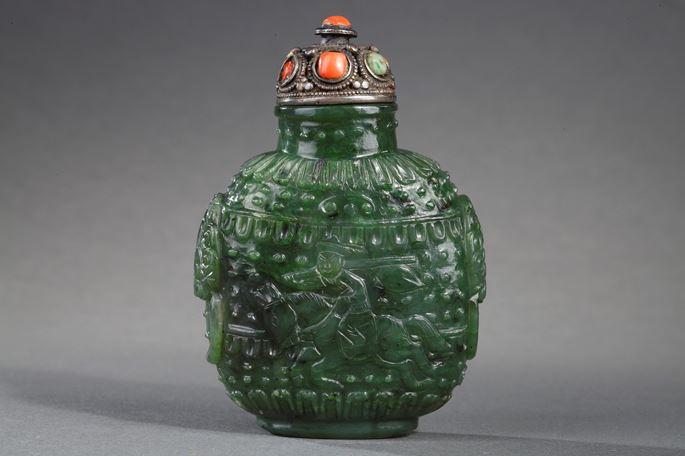 Snuff bottle jade nephrite spinach color | MasterArt