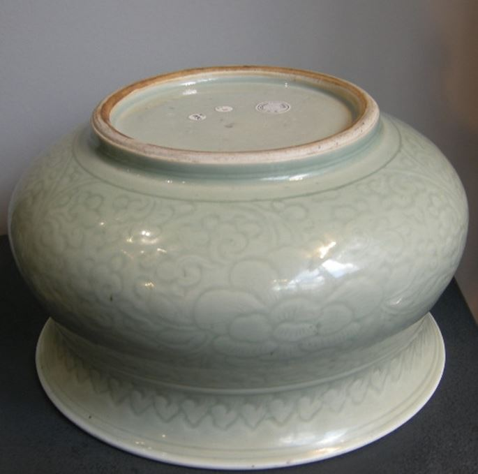 Large censer celadon enamelled and decorated underglaze with flowers Kangxi period | MasterArt