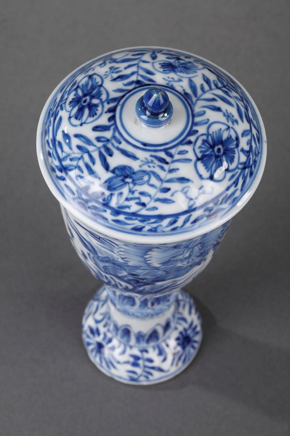 Gobelet and cover  Blue and White porcelain | MasterArt