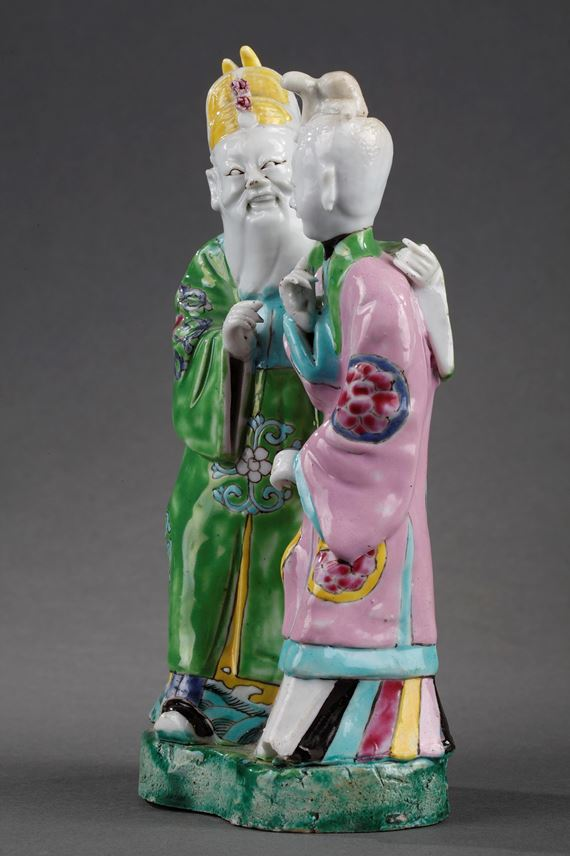 Porcelain figures with a Young court lady and probably an old man - Chinese export | MasterArt