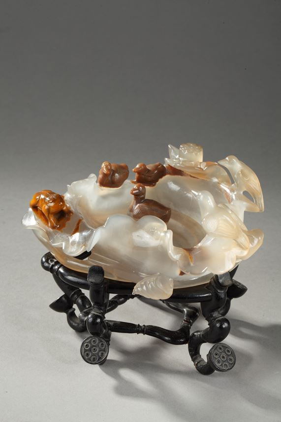 Agate brushwasher sculpted on a lotus leaf  with ducks and birds and frog | MasterArt