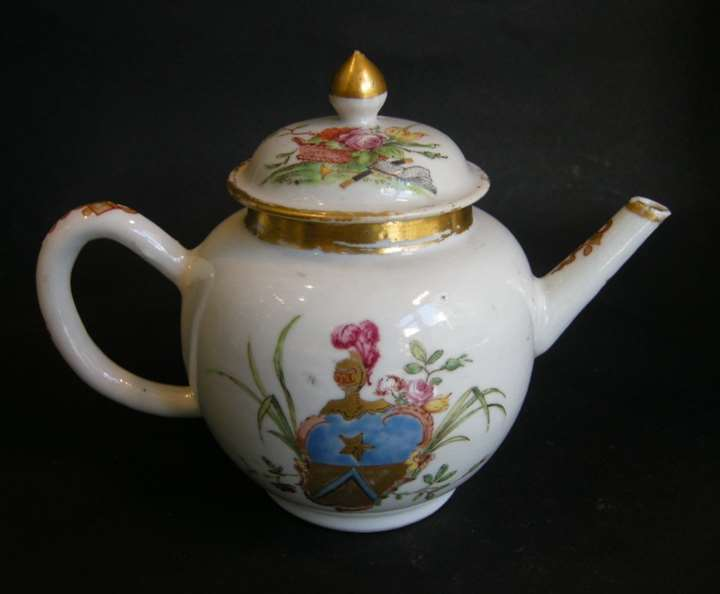 Armorial teapot Chinese Export