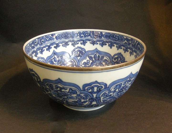Bowl  porcelain blue white decorated with stylised flowers and Ruyi heads