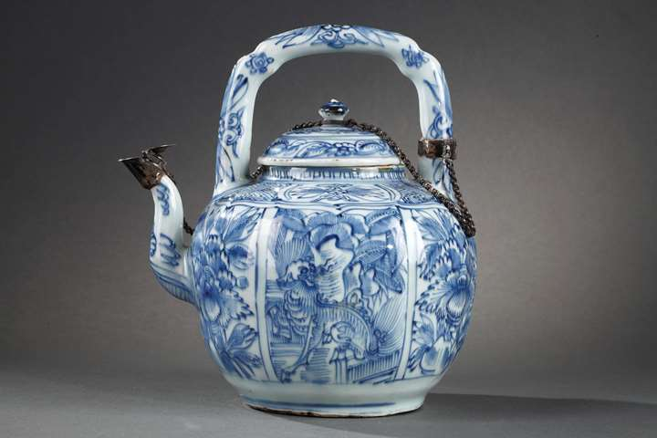 Chinese Blue and White ewer for wine Kraakporselein