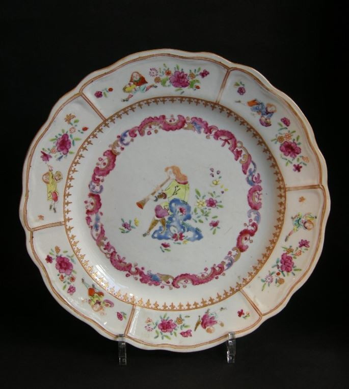 Chinese export dish with a Flutist and six figures european on the rim | MasterArt