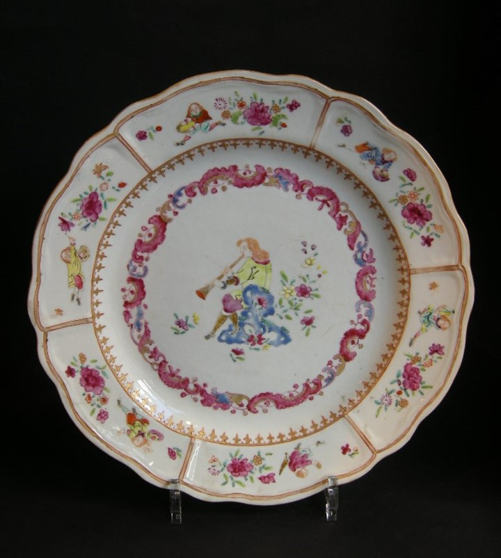 Chinese export dish with a Flutist and six figures european on the rim