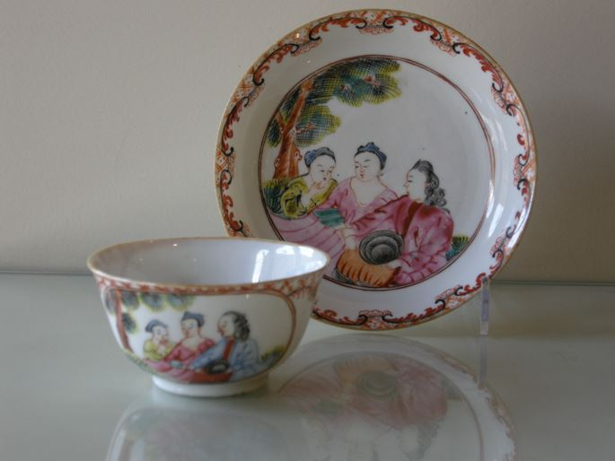 Cup and saucer decorated with 3 European Figures - Chine Export | MasterArt