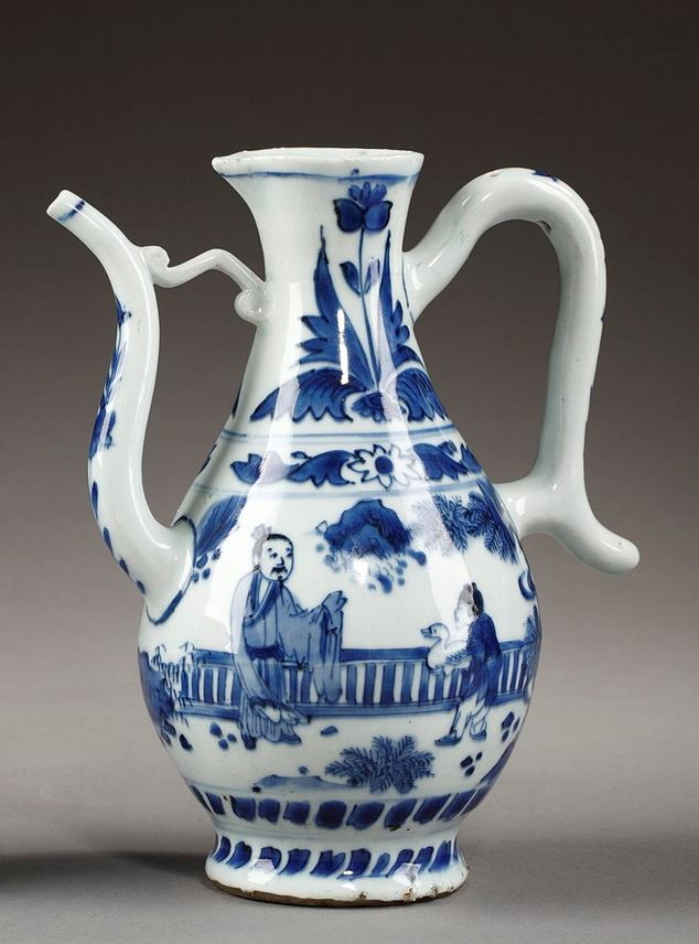 "Ewer Oriental shape in ""blue and white"" porcelain - Transitional period 