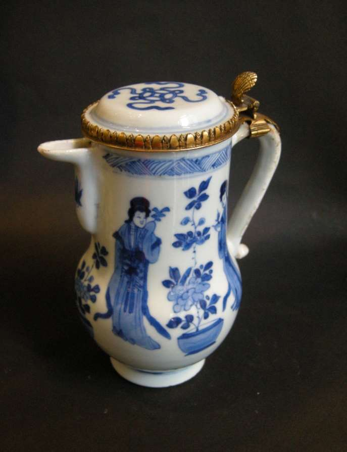 Ewer and cover decorated in underglaze blue - Kangxi period