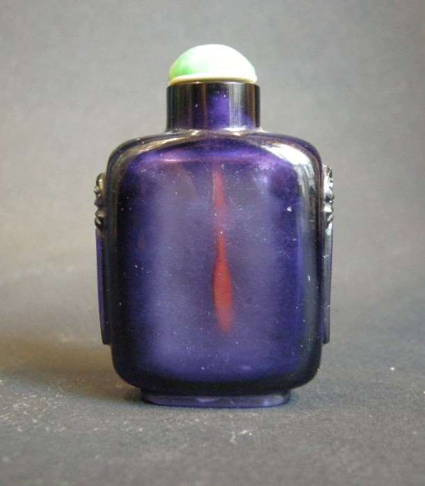 Glass snuff bottle imiting amethyst