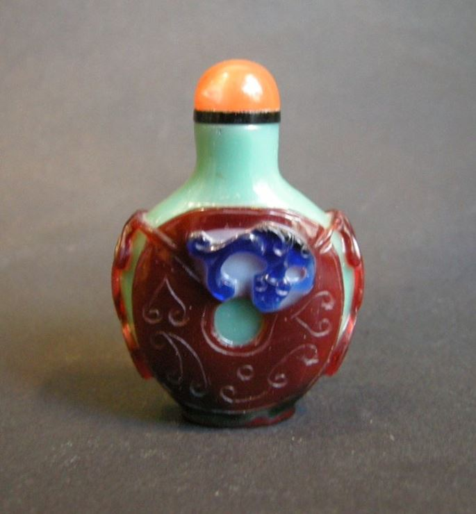 Glass snuff bottle overlay 3 colors on green carved and decorated with a coin | MasterArt