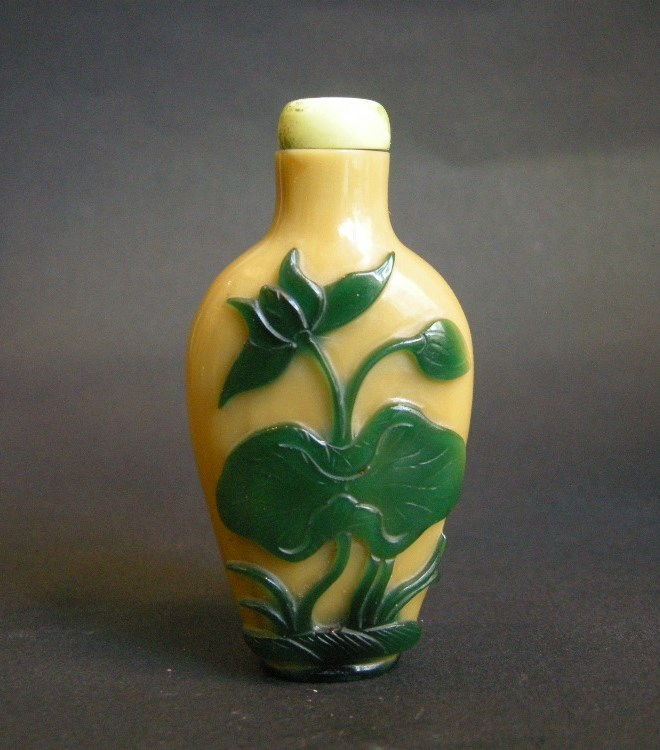 Glass snuff bottle overlay green on light brown