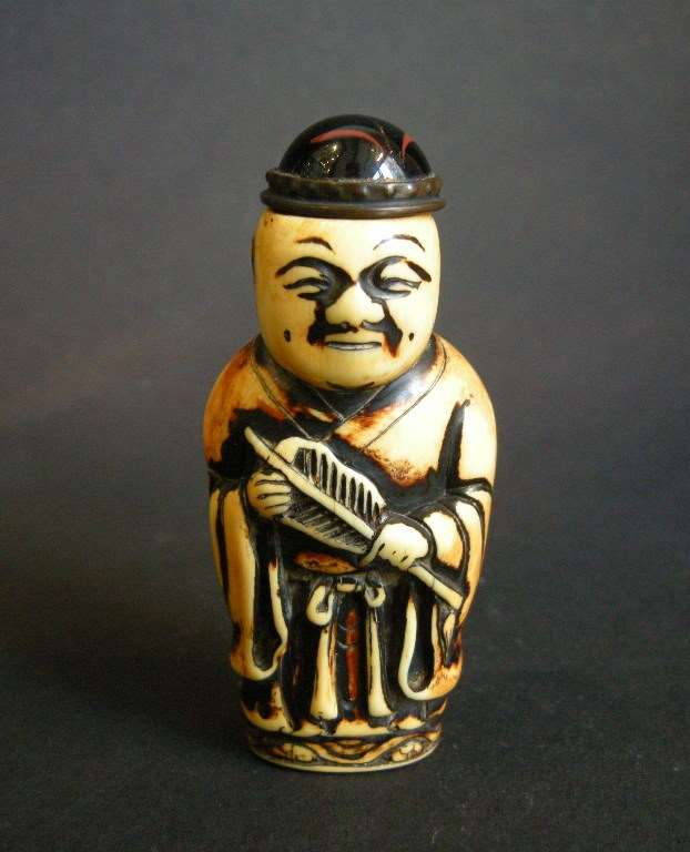 Ivory snuff bottle in figure form