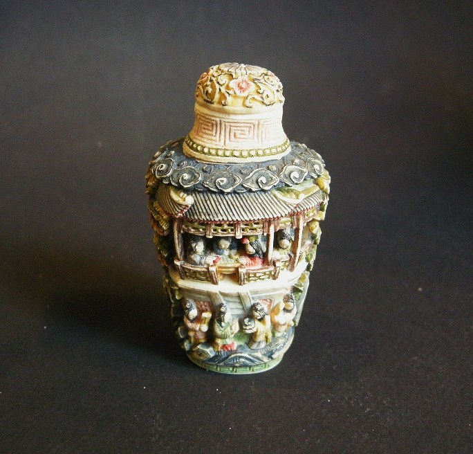 Ivory snuff bottle sculpted on each face with palace and numerous figures - Canton