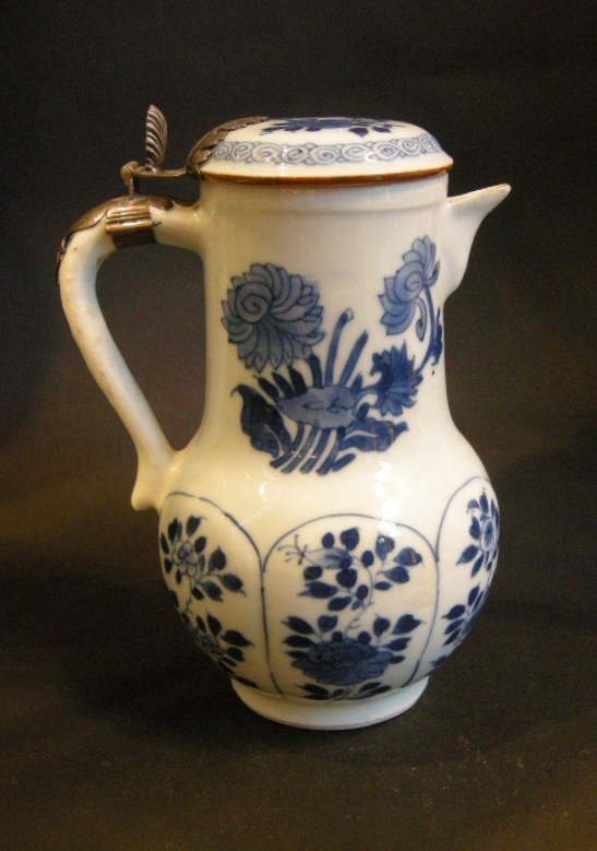 "Jug and cover ""Blue and White - Kangxi - 