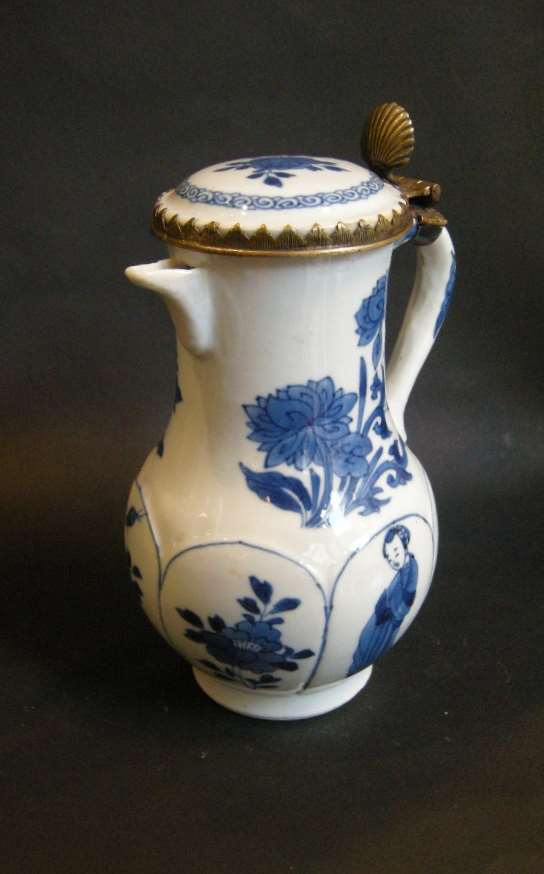 "Jug and cover ""blue and white"" - Kangxi period"