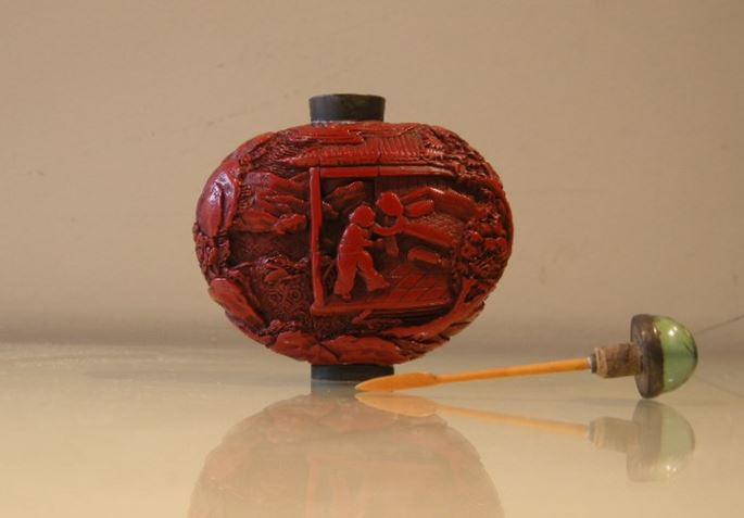 Lacquer cinabar snuff bottle -Qianlong period | MasterArt