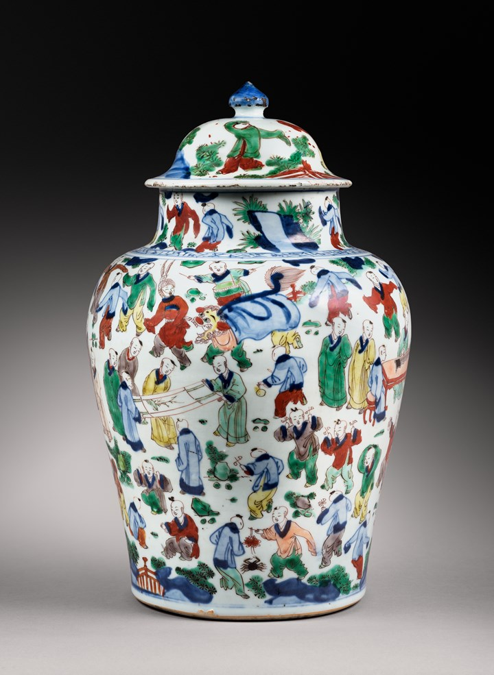 "Large ""wucai"" porcelain vase with hundred boys decor - Kangxi period"