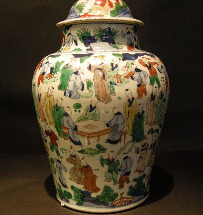 "Large ""wucai"" porcelain vase with hundred boys decor - Kangxi period 
