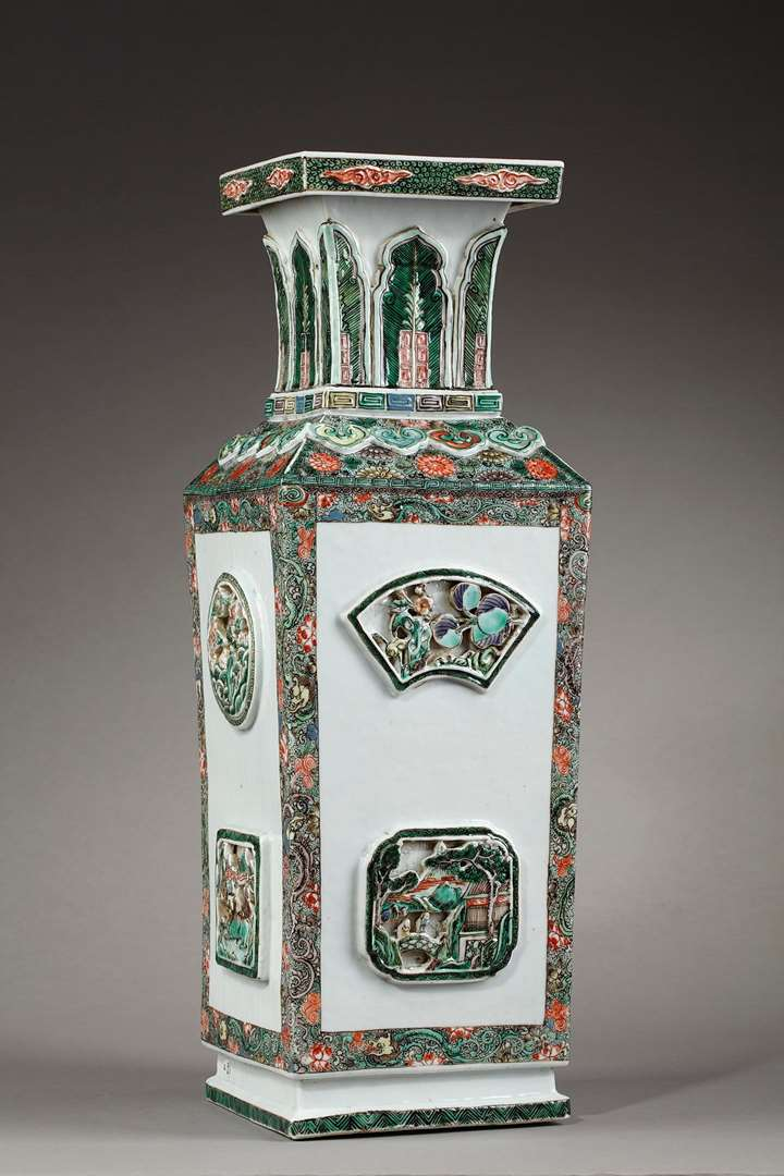 "Large vase "" Famille verte"" porcelain  with reticulated panels - Late Kangxi"