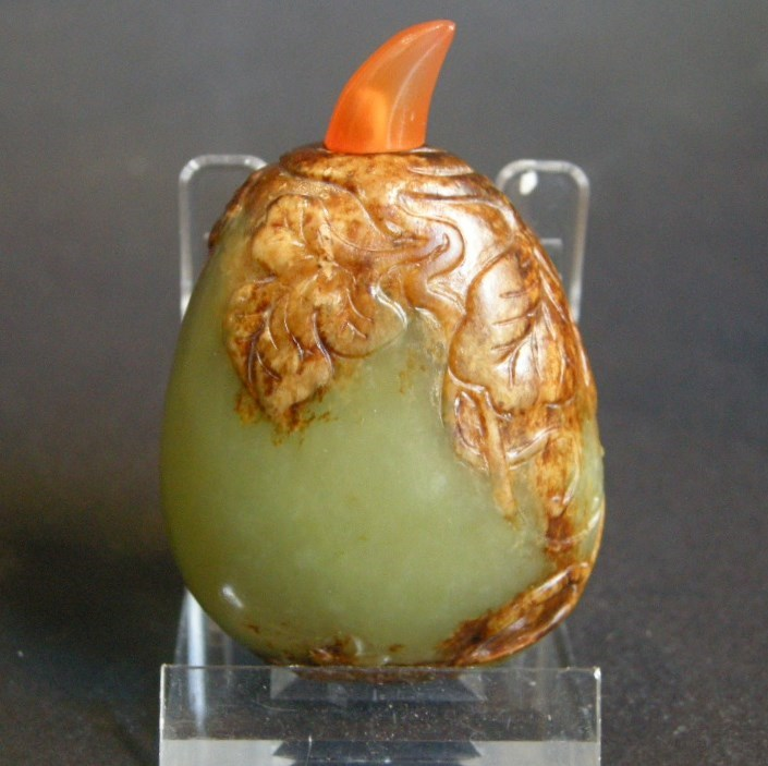 Snuff bottle nephrite jade peebble shape sculpted  leaves and butterfly