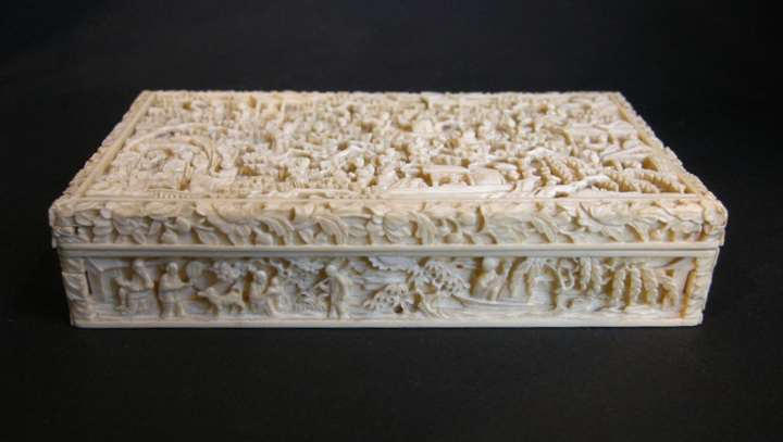 Ivory box sculpted with figures lanscape boat pavillons - Cantonese work