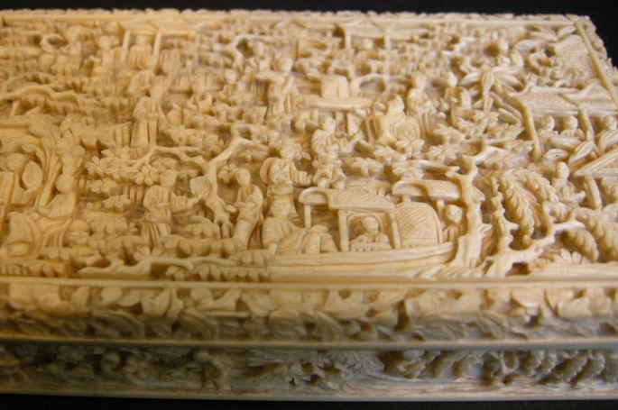 Ivory box sculpted with figures lanscape boat pavillons - Cantonese work | MasterArt