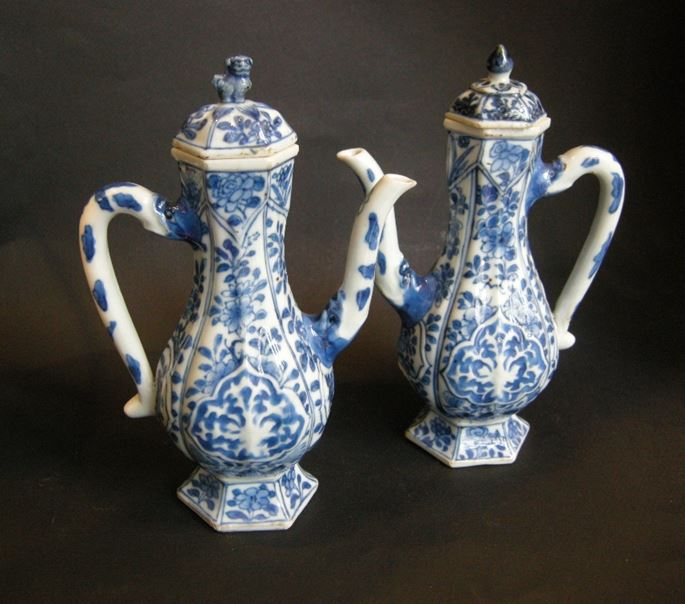 Rare pair ewers porcelain blue and white - Kangxi period | MasterArt
