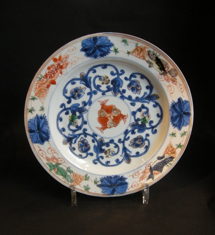 "Dish (pair) porcelain ""Famille verte"" and underglaze blue decorated with fish - Kangxi period 
