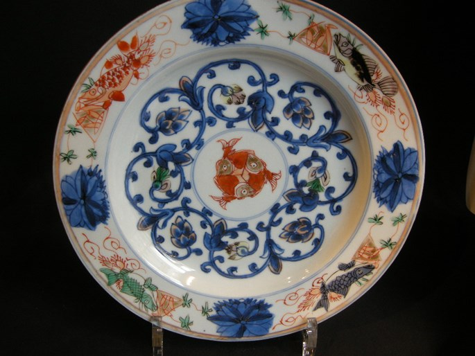 """Dish (pair) porcelain """"Famille verte"""" and underglaze blue decorated with fish - Kangxi period 