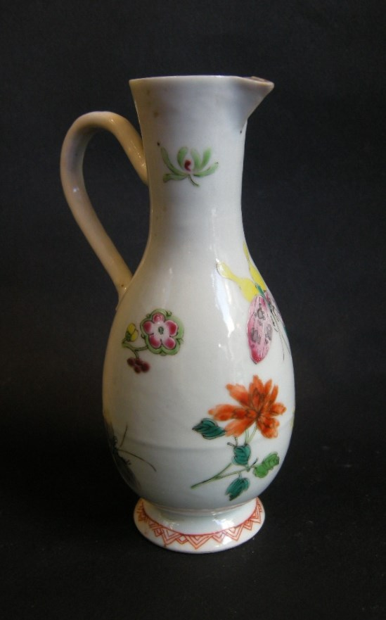 "Rare burette porcelain ""Famille rose"" with flowers and butterfly decoration - Qianlong period"
