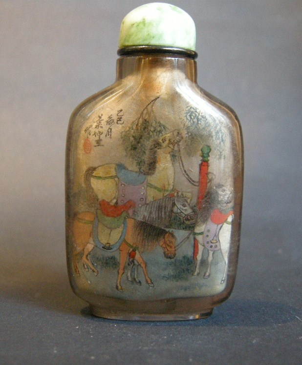 Snuff bottle Inside painted in rock Crystal smoked decorated with eight horses
